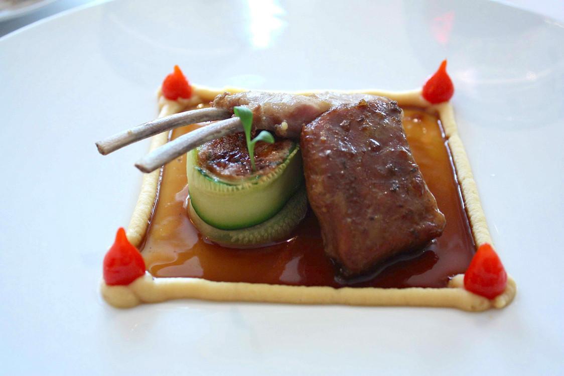 Chevreau, purée de pois ciche .. © Gourmets&Co  - copie
