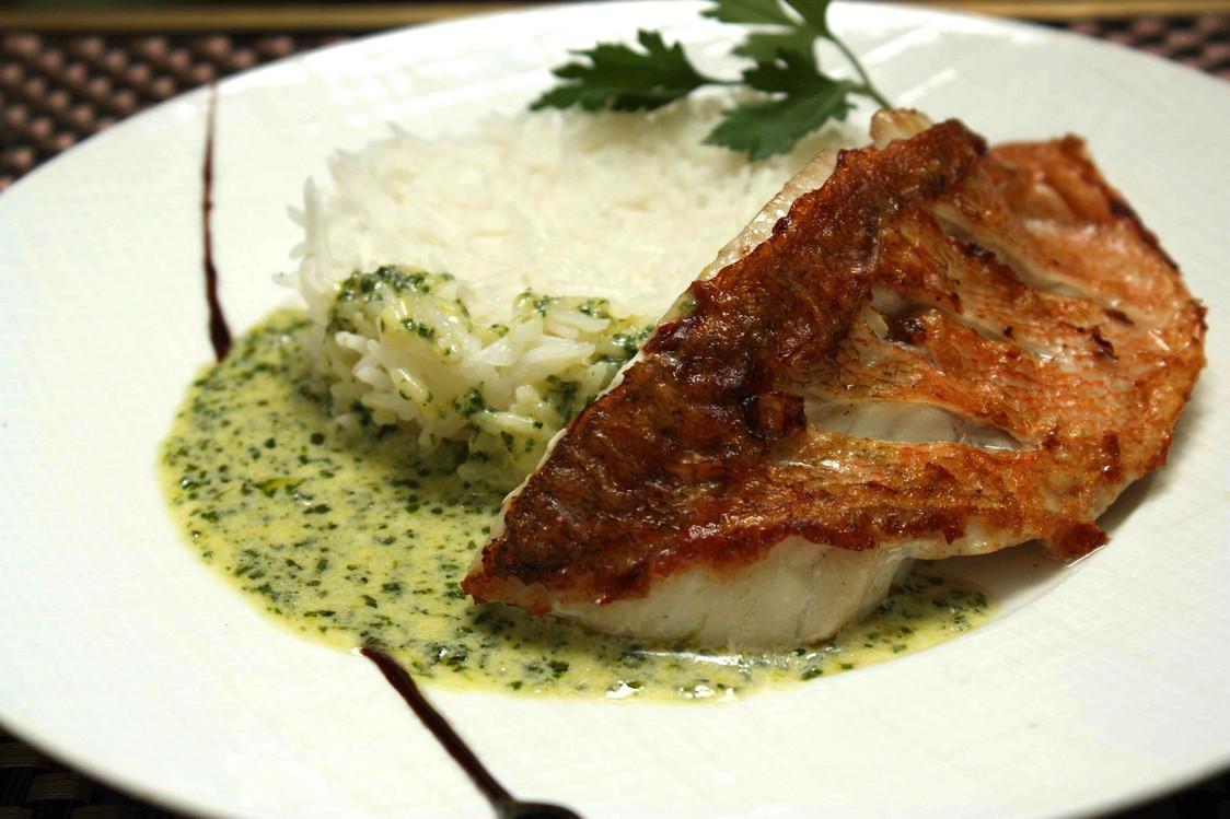 Filet de rascasse, riz basmati, sauce basilic © P.Faus - copie