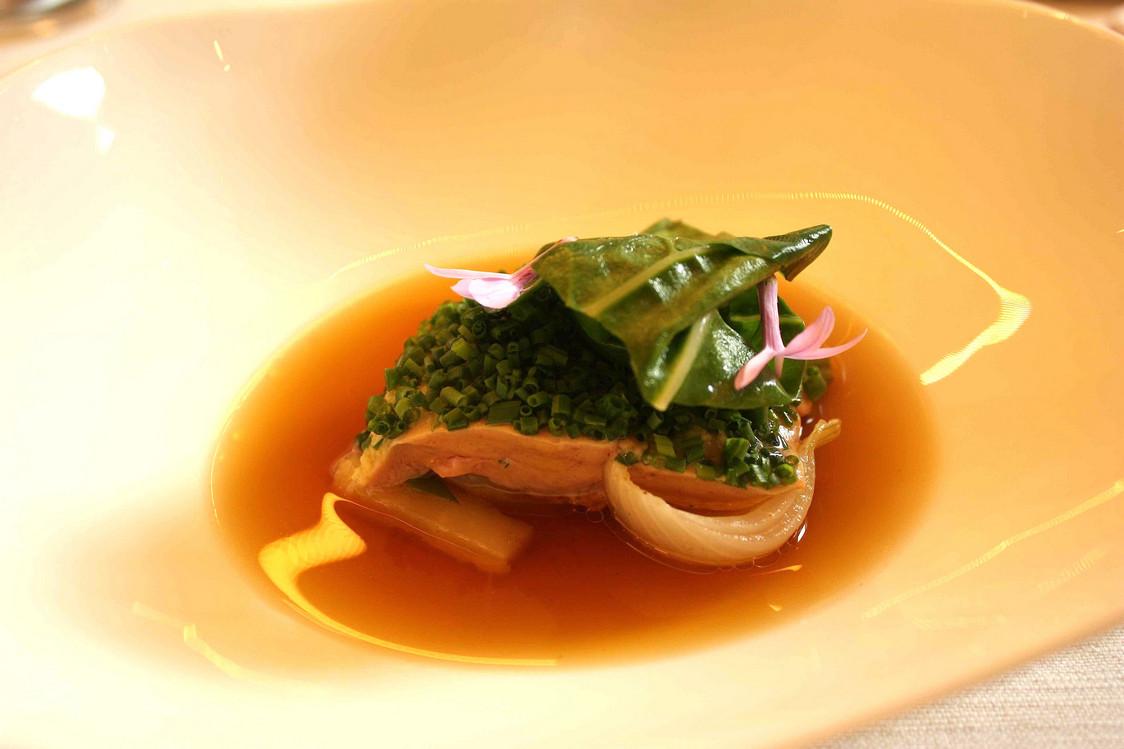 Foie gras de canard poché, consommé parfumé… © P.Faus - copie