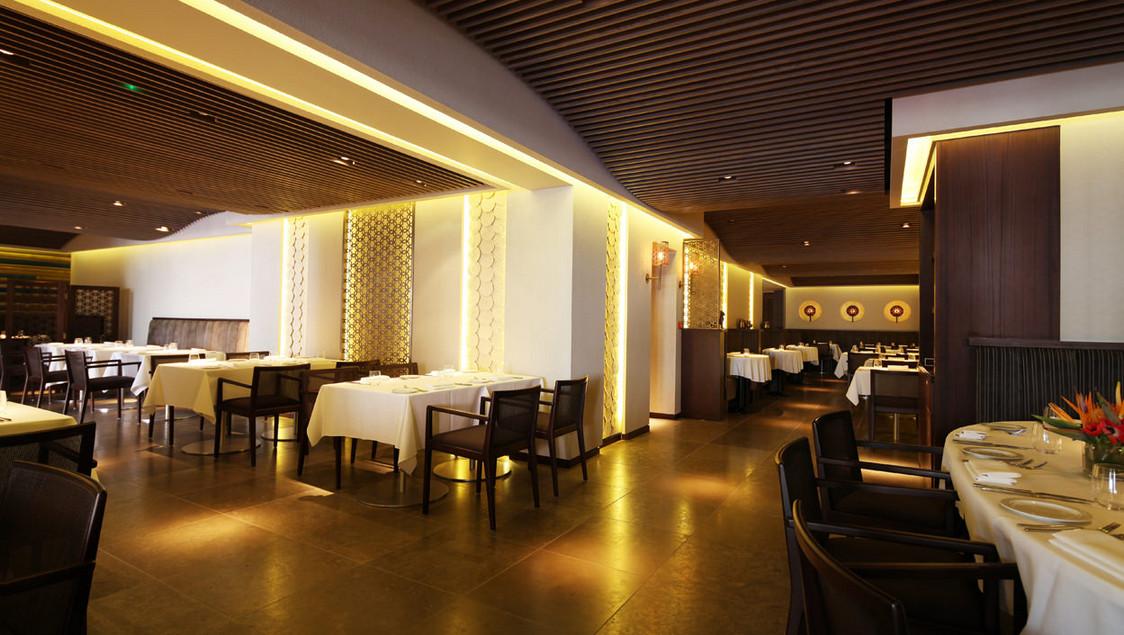 Taj51_Quilon_Restaurant_Interior_1_45367430_l