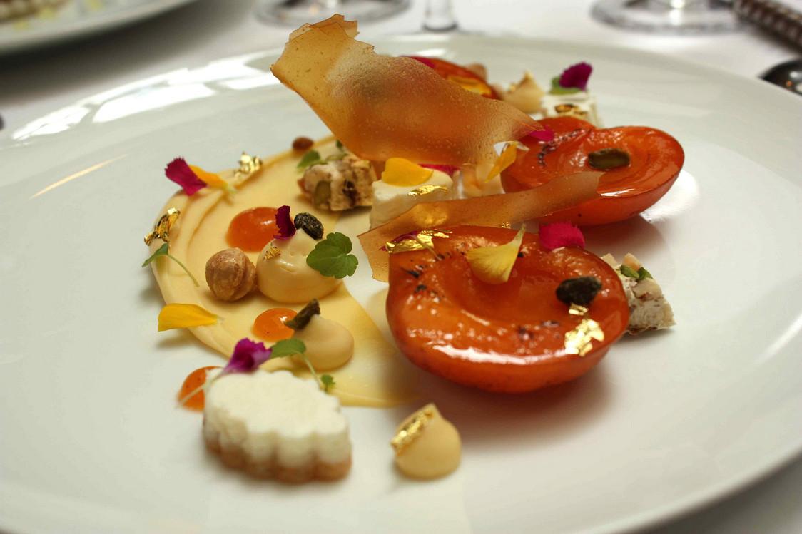 Abricot poché, lait d'amandes… © P.Faus