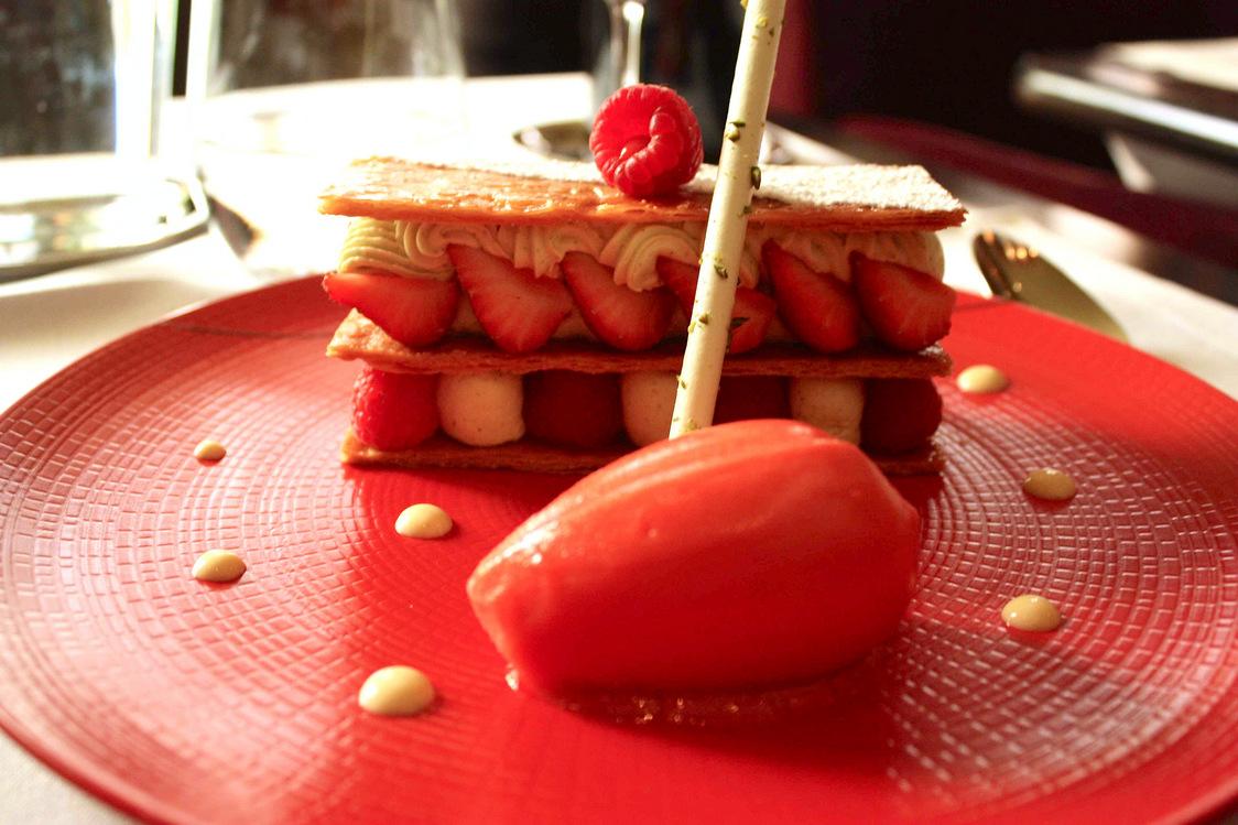 millefeuille-fraise-set-framboises-gourmetsco-copie