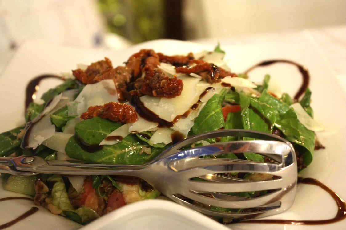 Salade roquette, tomates, parmesan © P.Faus