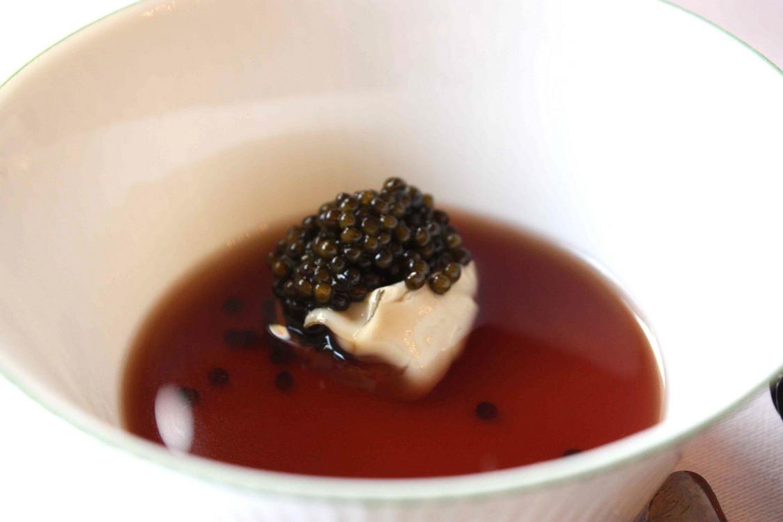 huitre-caviar-bouillon-corse-gourmetsco