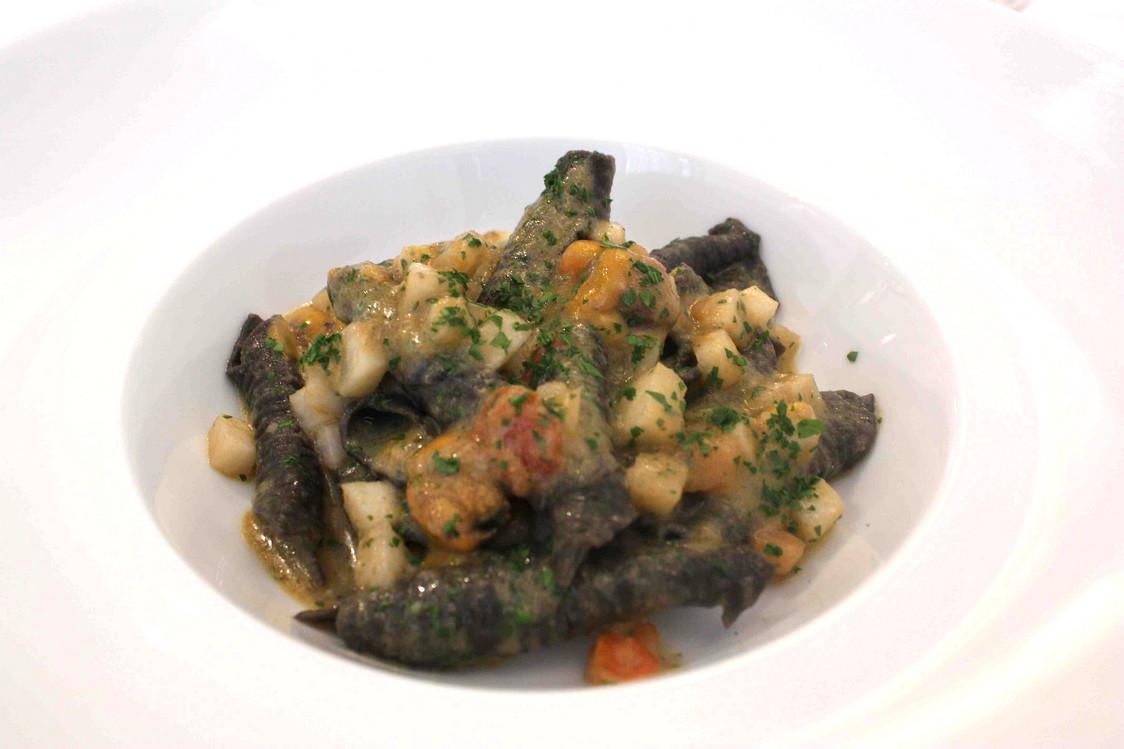 pasta-a-lencre-de-seiche-oursins-navets-gourmetsco