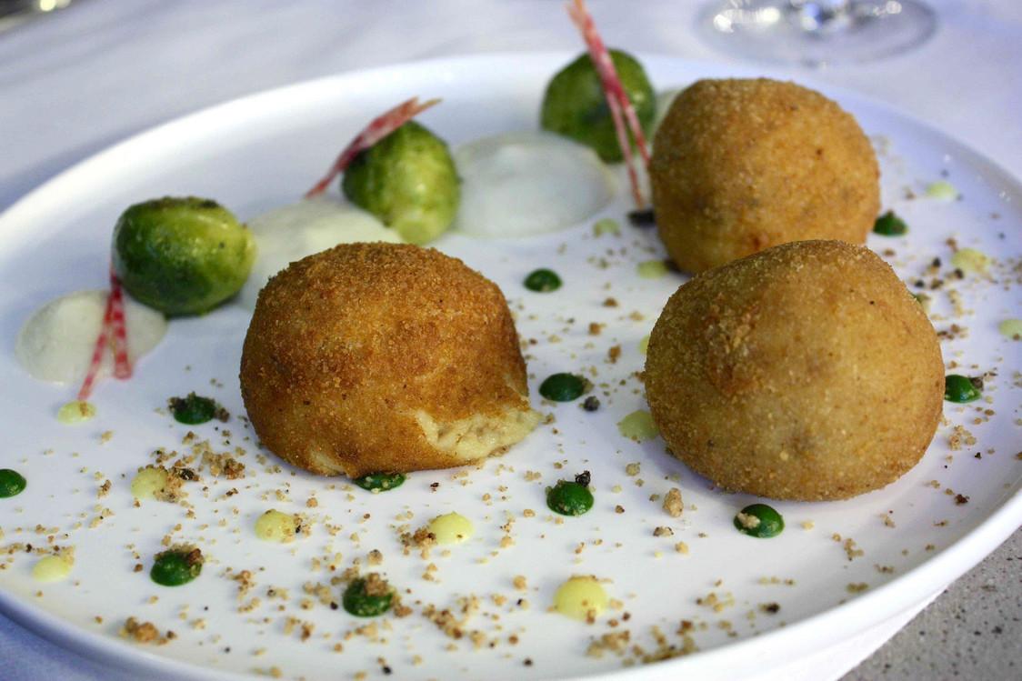 croquettes-de-crevettes-grise-_-choux-de-bruxelles-gourmetsco