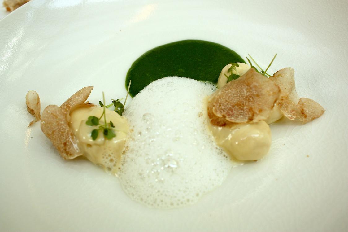 gnocchistruffes-dalba-lard-de-colonnata-coulis-de-roquette-gourmetsco