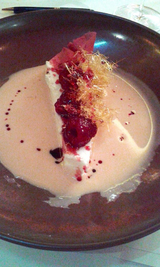 œeuf à la neige, crème anglaise au coquelicot… © Gourmets&Co