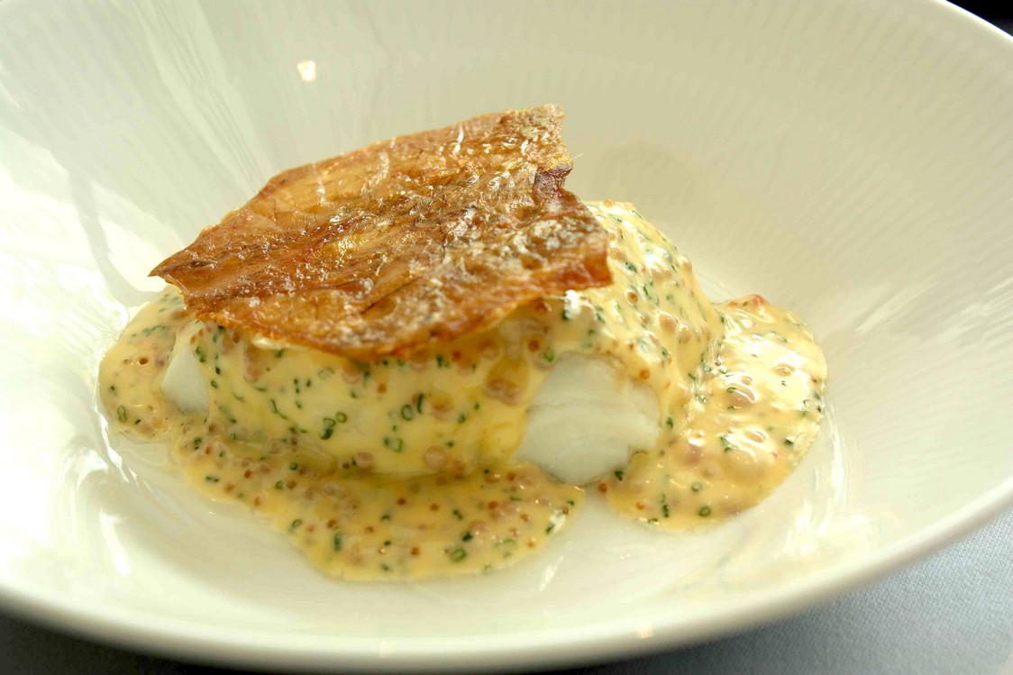 Cabillaud _ œurfs de la mer _ peau de poulet © Gourmets&Co