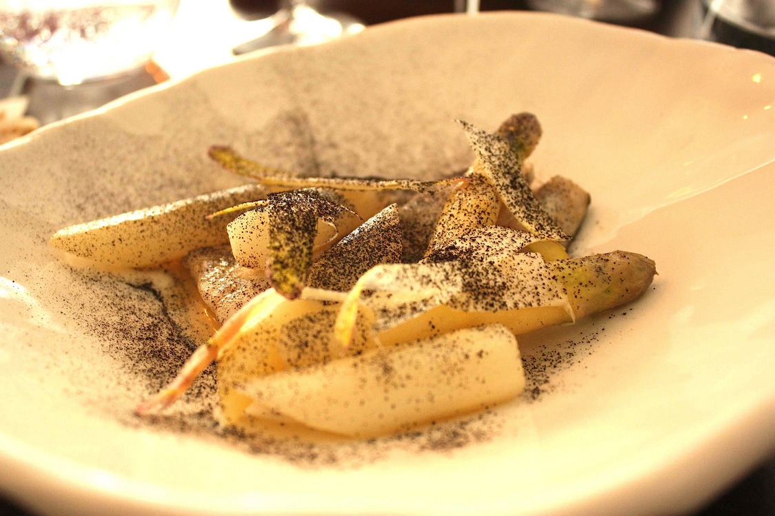 Lieu noir, asperges blanches, © Gourmets&Co - copie