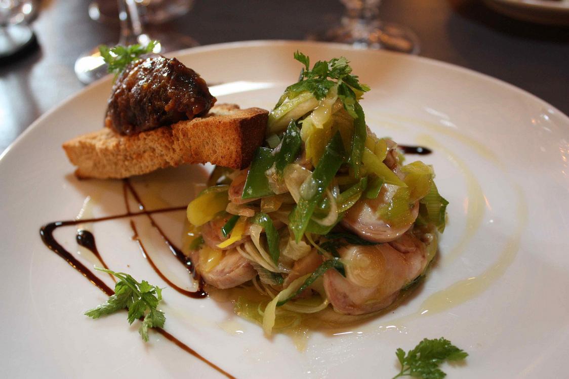 Rable de lapin aux poireaux © Gourmets&Co