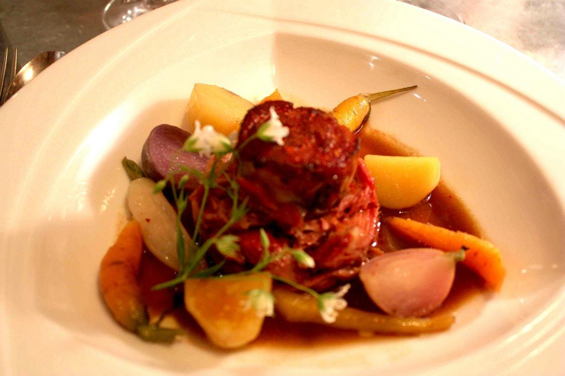Agneau compoté, légumes © Gourmets&Co