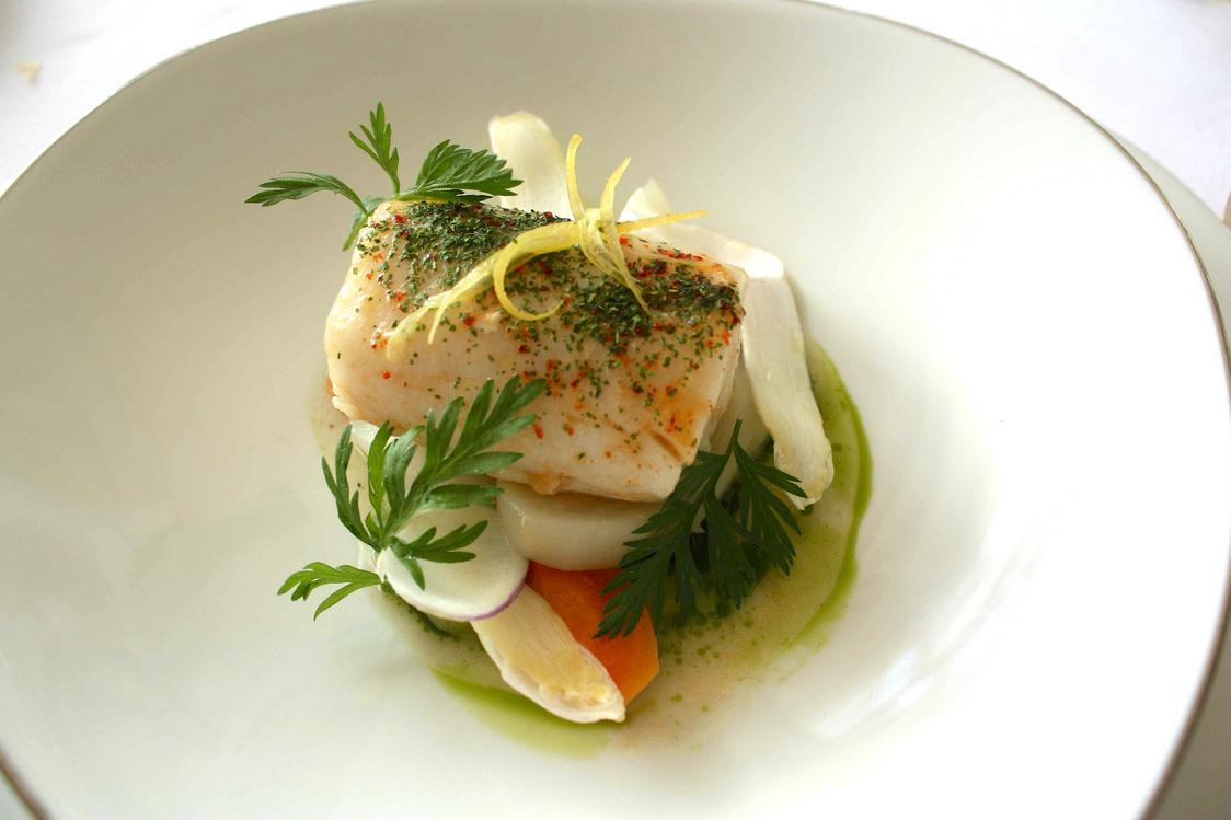Merlan, jeunes légumes © Gourmets&Co