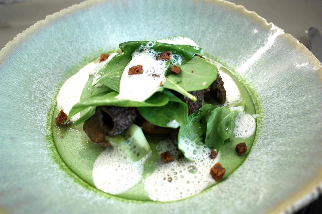 Morilles, sot l'y laisse, épinards © Gourmets&Co - copie