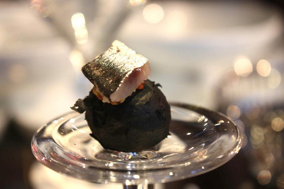 Pomme de terre noire, sardine © Gourmets&Co