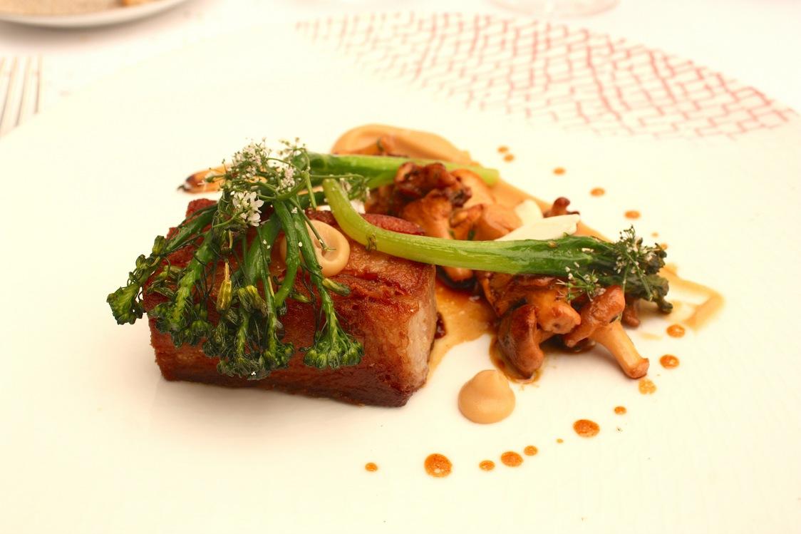 Poitrine de veau confite, girolles, brocoletti © Gourmets&Co (1)