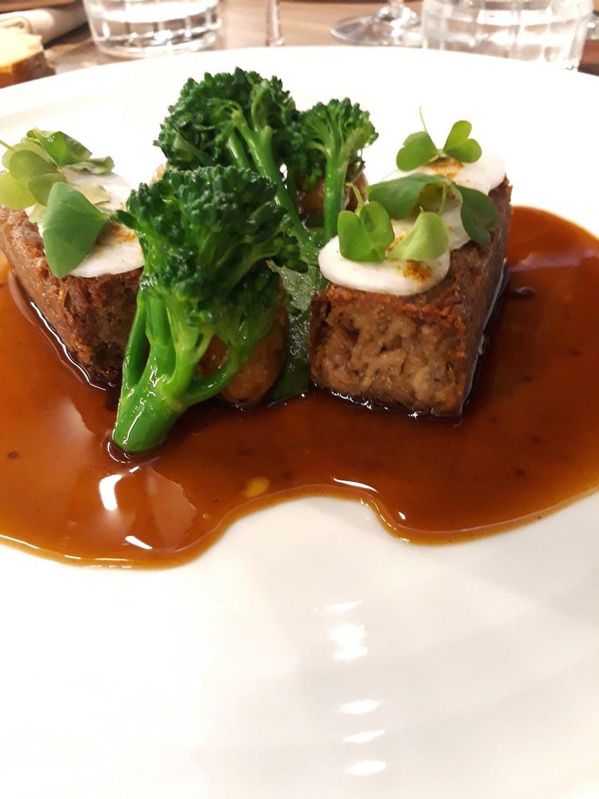 Agneau, brocolis, jus © Gourmets&co