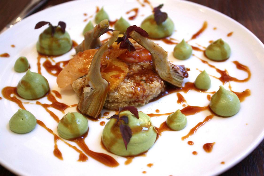 Artichaut oivrade, guacamole, quinoa © Gourmets&Co - copie