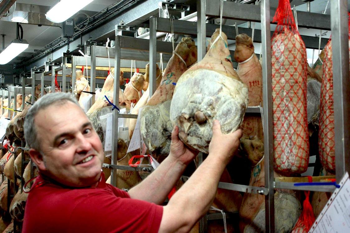 Mr Bignalet et ses jambons © Gourmets&Co