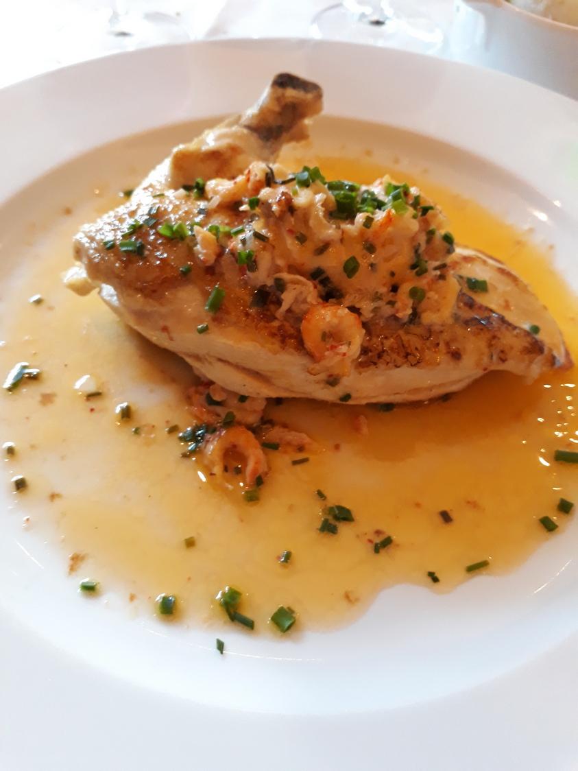 Suprême de volaille, beurre aux écrevisses © Gourmets&Co