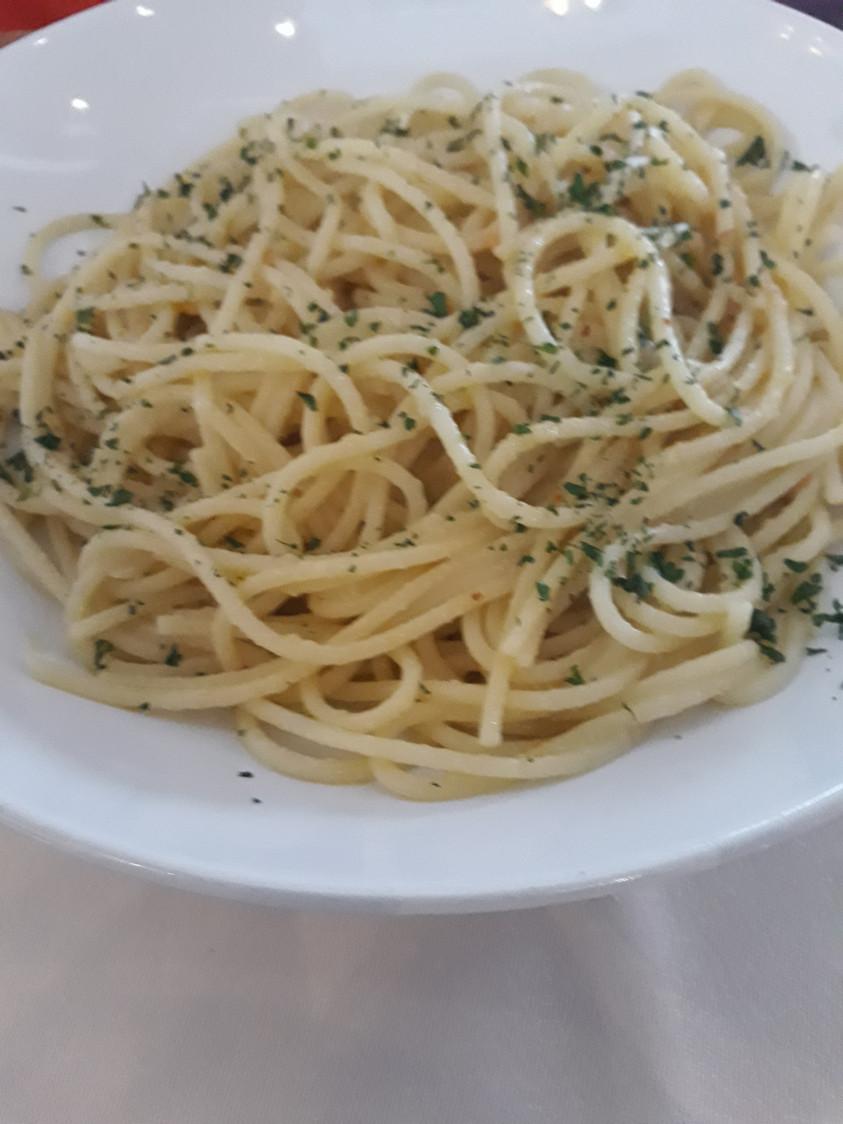 Linguine à l'ail et huile d'olive © Gourmets&Co