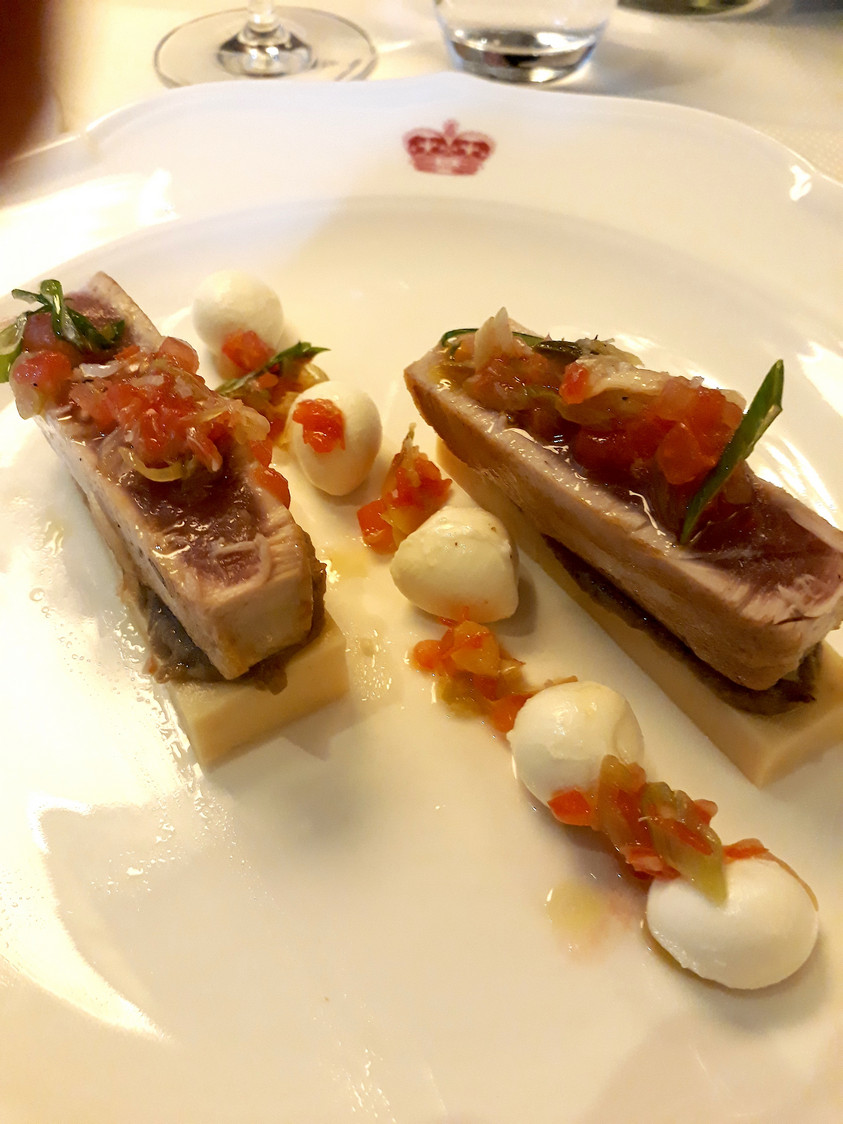 Thon, panisse, caviar d'aubergines © Gourmets&co