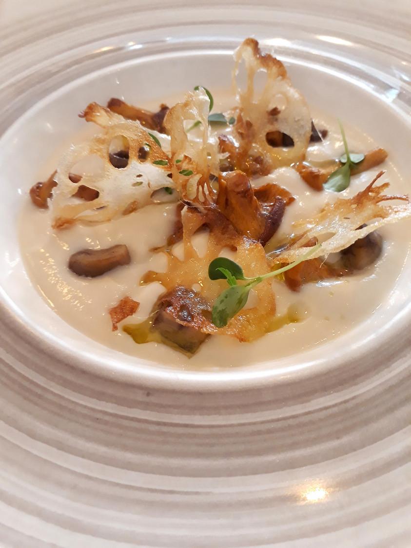 Velouté chou fleur, girolles © Gourmets&Co