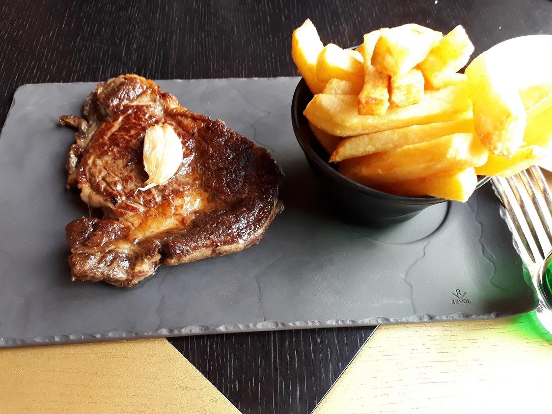 Entrecôte de bœufn frites © Gourmets&co