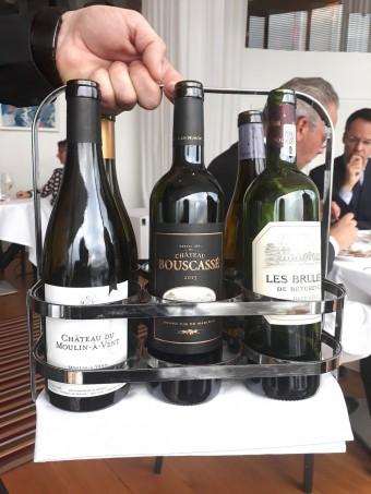 Présentation des vins au verre au choix © Gourmets&co