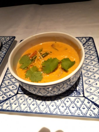 Poulet, curry rouge © Gourmets&co