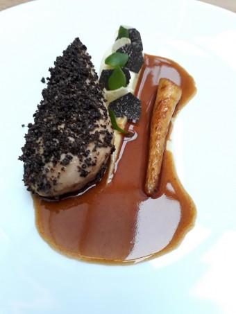 Pintade, panais rôti, truffes © Gourmets&co