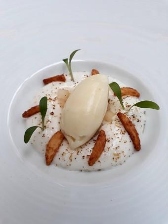 Poires caramélisées, sorbet poire.._ © Gourmets&co