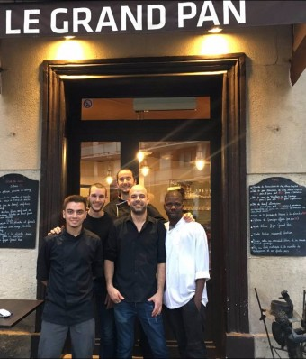 Benoit Gauthier (au fond) et son équipe