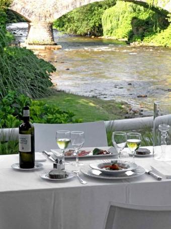 Déjeuner en terrasse - copie