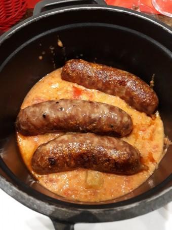 Saucisses confites _maison_, piperade © Gourmets&co