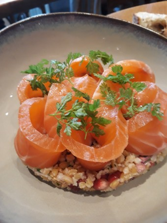 Gravelax de saumon, épeautre © Gourmets&co
