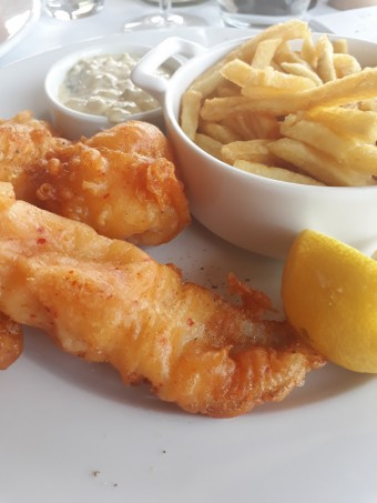 Fish and chips, sauce tartare, citron © Gourmets&co (1)