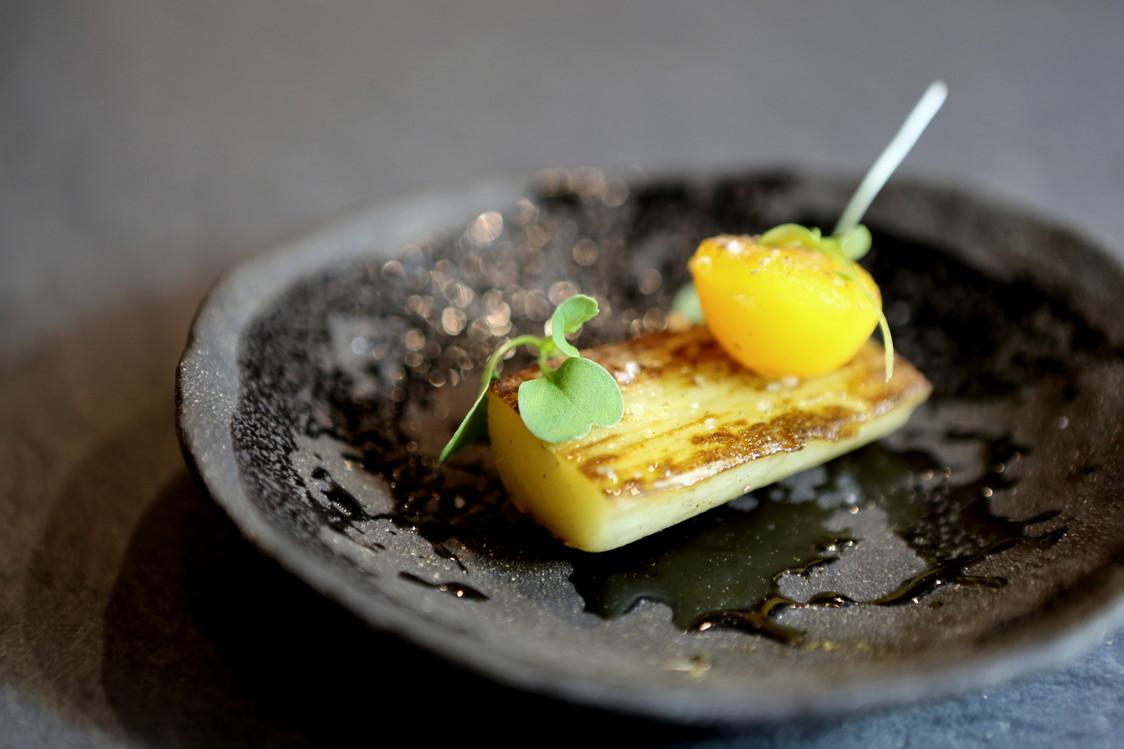 Pomme de terre agria, jaune d'oeuf confit ( émulsion noisette )