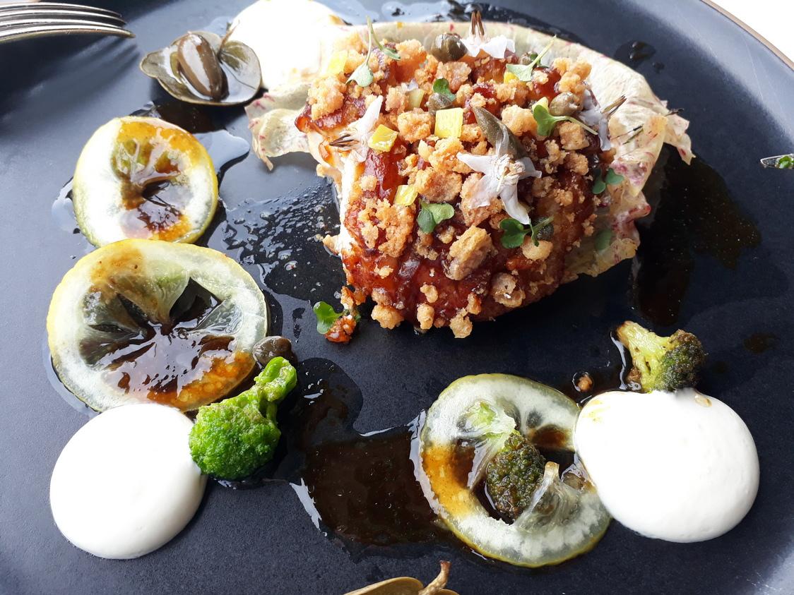 Ris de veau, brocolis, citron, capres © Gourmets&co