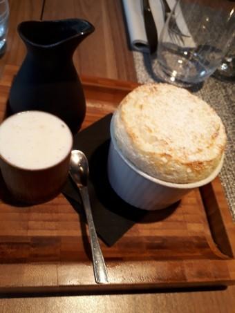 Soufflé de riz au lait, glace vanille, caramel © Gourmets&co