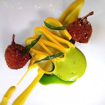 Cuisses de grenouilles, ail noir japonais © Gourmets&co