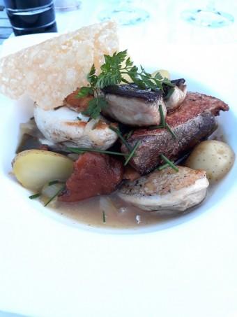 Suprême de volaille, foie gras, girolles