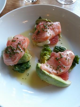 Avocat, saumon mariné, cœur de laitue © Gourmets&co .j