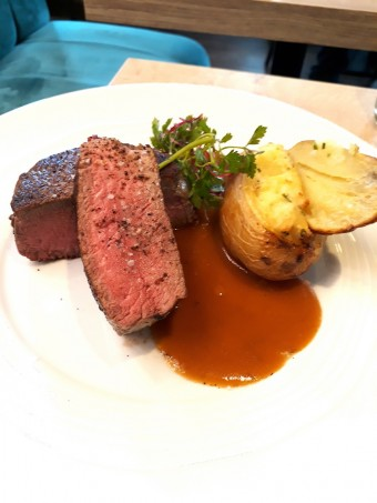 Filet de bœuf, pomme surprise © Gourmets&co