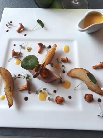 Flanc de canette confit, poires,... © Gourmets&co .