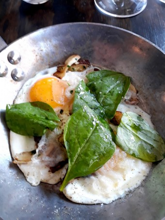 L'œuf au plat, cèpes .© Gourmets&co jpg