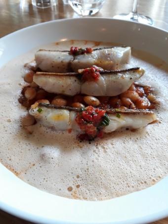 Maigre, haricots de Paimpol, espuma chorizo © Gourmets&co .j