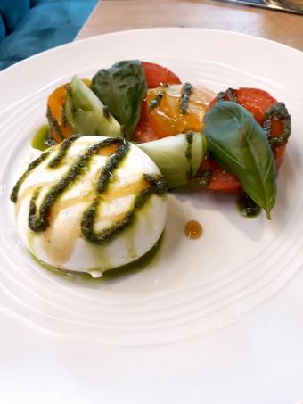 Tomates couleurs, burratina © Gourmets&co