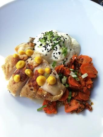 Suptême de volaille, syphon pois chiches, carottes fondantes © Gourmets&co