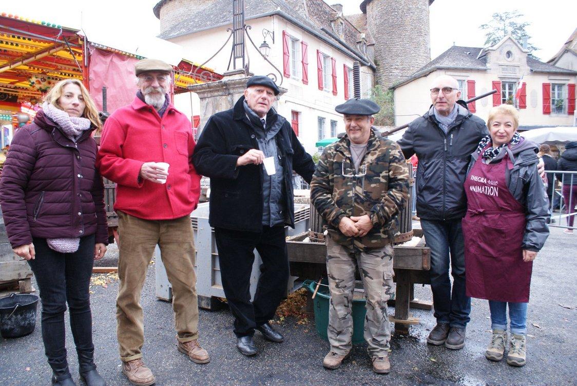 André Daguin et des producteurs de noix